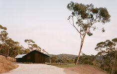 A Lovingly Restored Mid-Century Marvel In Mount Martha Australian Architecture, Architecture Awards, Australian Homes, Landscape Architecture, Australian Beach, Pavilion Architecture, Sustainable Architecture, Residential Architecture, Contemporary Architecture
