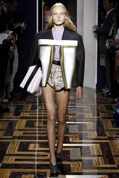 Quotidian jean jackets inspired spongy color-blocked numbers with shoulders as exaggerated as the short shorts paired with them were small.[FD1A1 GOU RAO]