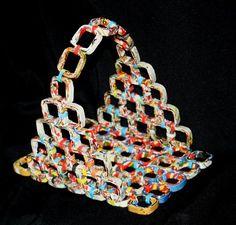 fruteira em papel reciclado por Elmar. Oficina D´Artes Recycled Paper Crafts, Paper Bag Crafts, Recycled Magazines, Recycled Crafts, Diy Paper, Newspaper Paper, Recycle Newspaper, Newspaper Crafts, Rolled Paper Art