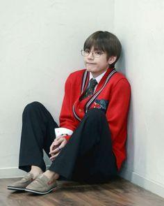 Kim Taehyung or BTS V is known for his duality. Jimin, Bts Bangtan Boy, Jhope, Bts Kim, Kim Namjoon, Seokjin, Daegu, V Bts Cute, V Cute