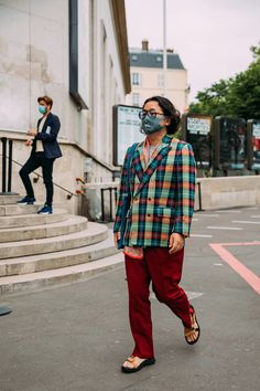 Checkered Suit, Modern Fashion, Fashion Trends, Paris Shows, Cool Street Fashion, Street Style Looks, Vogue Paris, Fashion Photo, Menswear