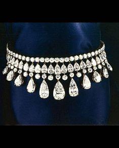Diamond Necklaces : Alexandre Reza - The beauty bling jewelry fashion. - Buy Me Diamond Diamond Choker, Diamond Bracelets, Diamond Pendant, Diamond Jewelry, Sapphire Jewelry, Gemstone Earrings, Bling Bling, Antique Jewelry, Vintage Jewelry