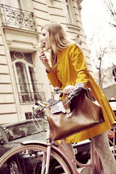 Cycle chic while eating ice cream in a yellow dress and lace white wool tights Cycle Chic, Paris Chic, Bici Retro, Looks Style, My Style, Parisienne Style, Mode Cool, Yellow Coat, Yellow Dress