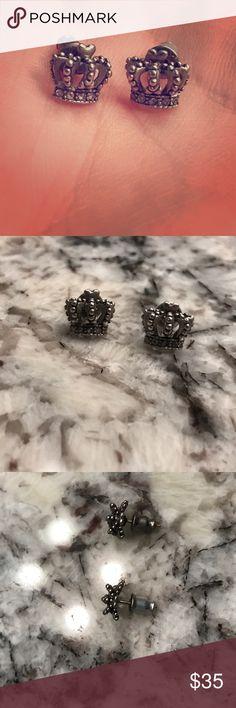 👑Juicy Couture Crown Stud Earrings👑 Juicy Couture crown stud earrings. Silver with diamond detail band on bottom of crown. Include backs. Gently worn and 100% authentic! Juicy Couture Jewelry Earrings