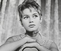 Young Brigitte Bardot Young Actors, Sophia Loren, Brigitte Bardot, Vintage Photos, Most Beautiful, Interview, Singer, Actresses, Celebrities