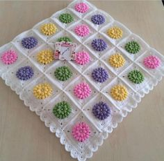 Bebek battaniyesi Crochet Square Blanket, Crochet Squares Afghan, Afghan Crochet Patterns, Crochet Motif, Baby Blanket Crochet, Crochet Yarn, Crochet Stitches, Floral Bedspread, Crochet Bedspread