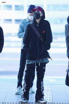 Kpop Fashion, Korean Fashion, Airport Fashion, Mens Fashion, Mino Winner, Song Minho, Airport Style, Bigbang, Motorcycle Jacket