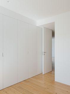 do mal o menos – Apartment in Coimbra House Design, Interior, Home Decor Bedroom, Home Bedroom, Modern Closet, Doors Interior, House Interior, Wardrobe Door Designs, Closet Layout