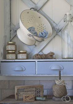 Home Shabby HomeArredare Vintage: il vasellame smaltato Shabby Home, Shabby Chic Cottage, Shabby Chic Style, Shabby Chic Decor, Cottage Style, Country Blue, Country Chic, Country Decor, Country Interior