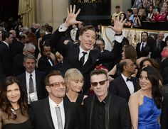 Pin for Later: 24 Celebrity Photobombs That Still Crack Us Up Benedict Cumberbatch Benedict soared to new heights when he got in U2's spotlight at the 2014 Oscars.