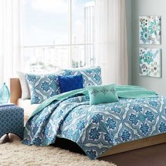 Lionna Coverlet Set by Intelligent Design - ID80-270
