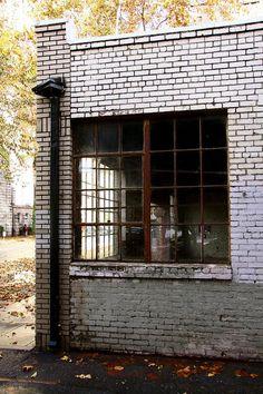 old auto repair shop: the PERFECT photo studio!