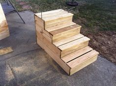 Unique wooden portable steps for your RV - notice the Fastening Bars (unique deck step) Rv Campers, Camper Trailers, Rv Trailer, Truck Camper, Happy Campers, Camper Steps, Escalier Design, Wood Steps, Deck Steps