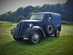 Liked the character of this. 2015 Bedfordshire Steam & Country Fayre, Old Warden Ford Anglia, Day Van, Old Commercials, Panel Truck, Old Fords, Commercial Vehicle, Cool Trucks, Custom Cars, Cars And Motorcycles