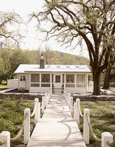 Design Chic: April 2011 - such a charming cottage