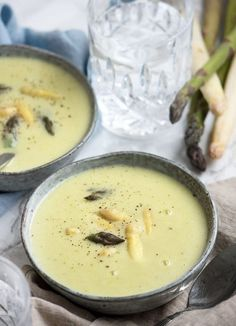 Asparagus soup – recipe for homemade soup with asparagus - Suppe Clean Recipes, Soup Recipes, Vegetarian Recipes, Burger Dressing, Food N, Food And Drink, Asparagus Soup, Danish Food, Homemade Soup