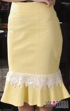 you can use feathers instead of trim and match the feathers on bustier top Cute Skirts, Short Skirts, Skirt Outfits, Dress Skirt, Princess Outfits, African Dresses For Women, Fashion Sewing, Classy Outfits, African Fashion