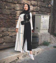 Muslimische Mädchen Neue Hijab-Mode: edanurkir The Many Use Hijab Fashion Summer, Modern Hijab Fashion, Street Hijab Fashion, Hijab Fashion Inspiration, Islamic Fashion, Muslim Fashion, Mode Inspiration, Modest Fashion, Abaya Fashion