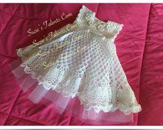 SALE 0-12 Months Crochet Baby Christening par SuziesTalentPatterns