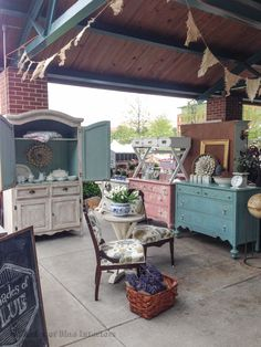 a recap of spring 2015 vintage market days with a closer look at furniture and