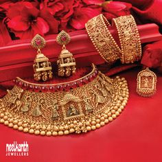 Gold Bangles Design, Gold Earrings Designs, Gold Jewellery Design, Indian Jewelry Sets, Bridal Jewelry Sets, Gold Temple Jewellery, Gold Jewelry, Bridal Jewellery Inspiration, Gold Mangalsutra Designs