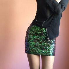 Topshop Green Sequin Skirt Drip with sequins in this perfect pairing with all that black in your wardrobe for a fun night out. Features a green sequin body and black zip back with material that has stretch. Wear with black top and black boots for that edgy head to toe look. By Topshop. New with tags. Fits a bit small more like a US 4. Marked size US 6. No returns allowed. Please ask all questions before buying. IG: [at] jacqueline.pak #topshop Topshop Skirts Mini