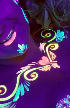 18 best neon painting images in 2018 Body Painting, Adult Face Painting, Neon Painting, Face Painting Designs, Pintura Facial Neon, Neon Face Paint, Uv Photography, Uv Makeup, Kunst Party
