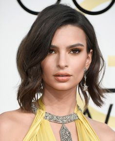Emily Ratajkowski Short Wavy Cut - Emily Ratajkowski debuted an adorably glam wavy bob at the Golden Globes.