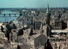 Frankfurt am Main - Blick vom Dom über die kriegszertörte Altstadt 1945