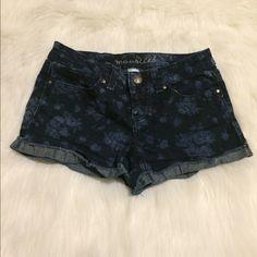 Floral denim shorts Super cute! Size 5/6 Maurices Jeans