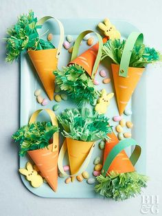 These carrot baskets are the cutest Easter treat bags ever! Our free template makes them so easy to make, and we're obsessed with how fun the green tissue paper carrot top is—plus, it's filled with candy! Giada De Laurentiis, Strip Steak, Bunny Crafts, Easter Crafts For Kids, Easter Brunch, Easter Party, Better Homes And Gardens, Easter Treats, Diy Gifts