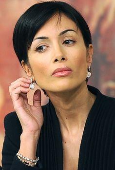 mara carfagna...gave up showbiz for politics...another sarah palin, they say!