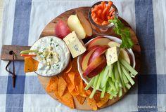 Sos de brânză albastră cu mucegai - rețeta de blue cheese dip (la rece) | Savori Urbane Hors D'oeuvres, Buffalo Chicken, Nachos, Chicken Wings, Dairy, Appetizers, Ethnic Recipes, Cheese Plates, Food