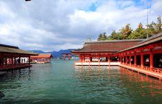 海に浮ぶ厳島神社