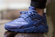 NIKE WMNS AIR HUARACHE PREMIUM (BLUE LEGEND) - Sneaker Freaker