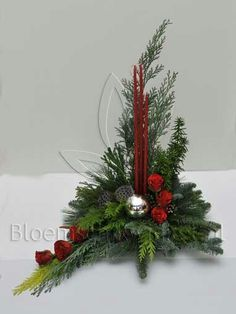 Source by edytakasprzyk Christmas Flower Decorations, Easy Holiday Decorations, Christmas Advent Wreath, Christmas Flower Arrangements, Christmas Flowers, Christmas Candles, Christmas Centerpieces, Xmas Ornaments, Christmas Art