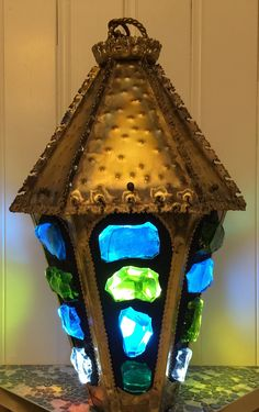 Chunky Chunk Glass Swag Lamp - 24 inches tall by 12 inches wide. Weighing about 20 pounds. This beautiful illuminated sculpture is hand made by California artist Troy Boepple. The artist used salvaged Mid Century lamp parts combined with his modern Dalle de Verre and resin bonding process to create this fabulous lamp. The glass chunks are individually cut from 12 inch by 8 inch by 1 inch thick slabs of glass also know as Dalle de Verre. Mosaic Glass, Stained Glass, Glass Houses, 20 Pounds, Basement Remodeling, Lanterns, Cool Art, Mid Century, Sculpture