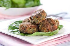 Špenátové karbanátky budou vítaným osvěžením při letním pečení; Mona Martinů Baked Potato, Sprouts, Potatoes, Baking, Vegetables, Ethnic Recipes, Food, Lasagna, Bakken