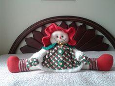 mama nieve sobre la cama Halloween, Valentines, Christmas Ornaments, Holiday Decor, Country, Home Decor, Fabric Dolls, Snow, Cushions