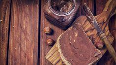 Veganes Nutella kann man ganz leicht selbst machen – die Schritt-für-Schritt-Anleitung gibt es hier.