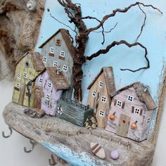 Driftwood Key Holder for Wall with Wooden Houses Painted Driftwood, Driftwood Art, Barn Wood Crafts, Wooden Crafts, Small Wooden House, Wooden Houses, Diy Crafts To Sell, Fun Crafts, Wood Box Centerpiece