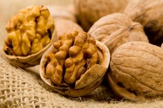 If you're looking for an anti-aging food that contains several health benefits, walnuts are at the top of the list. Walnuts can help improve your overall health Top 10 Healthy Foods, Healthy Fats, Healthy Life, Healthy Eating, Healthy Recipes, Healthiest Foods, Healthy Brain, Real Foods, Healthy Heart