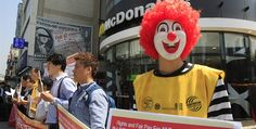 Protestan contra cadenas de comida rápida