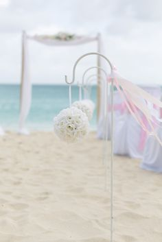 Photographes : Amélie Soubrié (instant-captures), mariage plage, beach wedding, rose