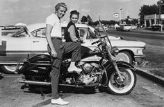 Jerry Lee Lewis and his then 13 year old wife (seriously on a Harley-Davidson motorcycle Motos Vintage, Vintage Bikes, Vintage Motorcycles, Triumph Motorcycles, Jayne Mansfield, Sidecar, Motos Harley Davidson, Old Wife, Idole