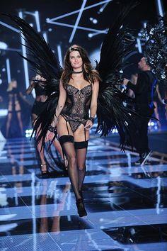 Isabeli Fontana Victoria's Secret fashion show 2014