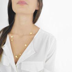 Zarte Halskette mit Goldplättchen, Glitzer für das Festtagsoutfit / perfect golden necklace for a glitter party outfit by fräulein müller via DaWanda.com