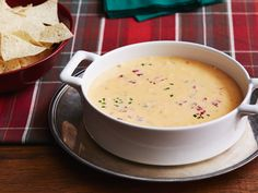 Recipe of the Day: Ree's Christmas Queso Serve a batch of Ree's spicy four-ingredient queso dip at your Christmas cocktail party and your guests won't miss formal hors d'oeuvres. You'll find them hovering over this festive, scoopable melted queso blanco cheese, flecked with diced tomatoes, green chiles, pimentos and jalapenos.
