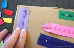 DIY zipper board for kids is part of children Laughing Toddlers - Here is a handmade DIY zipper board for kids, which is great for developing fine motor skills, independence and sensory awareness Suitable for ages 1 to 5 Toddler Play, Toddler Learning, Baby Play, Baby Toys, Diy Sensory Board, Sensory Book, Baby Sensory, Sensory Wall, Autism Activities