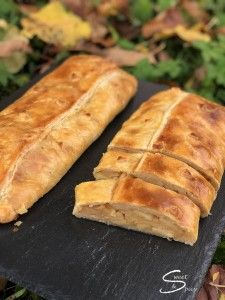 Recipe for Apfelschlangerl - An Austrian Apple Cake Austrian Desserts, Austrian Recipes, Apple Cake, Cinnamon Apples, Sweet And Spicy, Tray Bakes, Hot Dog Buns, Bakery, Food Porn